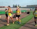 Los atletas locales Joaquín Lozano y Manuel Jiménez terminan con éxito los 50km solidarios en pista.